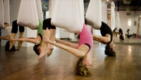 Aerial yoga: To workout που αψηφά τη βαρύτητα